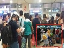 Chùm ảnh: Hành khách và hành lý lỉnh kỉnh, ùn ứ tại sân bay sau khi bị tin tặc tấn công