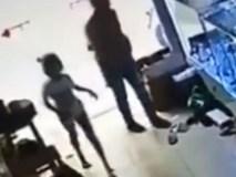 Bé gái lễ phép mời trộm vào nhà và hậu quả đáng tiếc