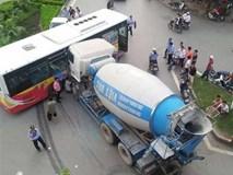 Xe bồn đâm ngang hông xe buýt, nhiều hành khách la hét hoảng sợ