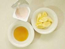Biến môi thâm trở nên hồng hào mà không cần xăm chỉ với nửa quả chuối