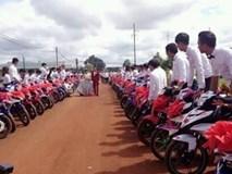 9X Bình Phước gây náo loạn khi rước dâu bằng 90 xe Exciter