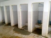 Sợ nhà vệ sinh trường bẩn, con nhịn tiểu, nhịn luôn cả uống nước