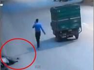 Tài xế gây tai nạn bỏ mặc nạn nhân đến chết, người qua đường dừng lại... 'hôi của'