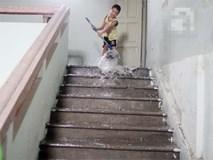 Bục bể nước trên nóc khiến 11 tầng chung cư ngập trong nước, thang máy tê liệt