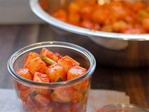 Học cách muối củ cải chua giòn siêu ngon của người Hàn Quốc