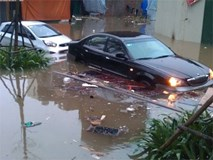 Xử lý tình huống khi ô tô ngập nước để tránh bị thủy kích