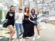 Street style sao Việt: Hà Hồ và gà cưng quậy tưng bừng tại Singapore
