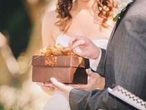 Hộp quà cưới làm đứng tim cô dâu chú rể và toàn thể khách mời