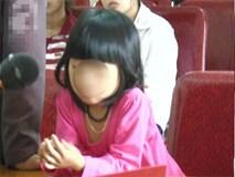 Đau xót phiên tòa xử cháu bé mồ côi bị gã hàng xóm giở trò đồi bại khi mới tròn 5 tuổi