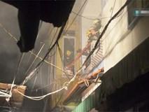 Giải cứu hai mẹ con bị ngạt khói trong căn nhà đang bốc cháy