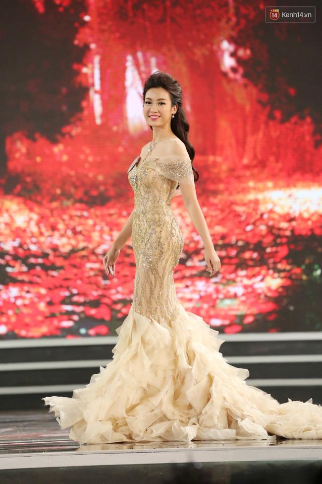 Vẻ đẹp kiêu sa, lộng lẫy ở phần thi trang phục dạ hội của tân hoa hậu toát lên
