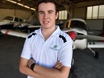 9X lập kỷ lục Guinness người trẻ nhất bay khắp thế giới