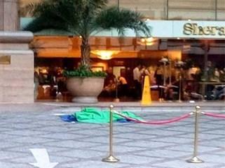 Nam công nhân rơi từ trên cao tử vong trước khách sạn Sheraton Saigon