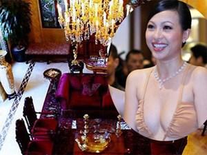 Cuộc sống trong biệt thự 300 tỉ của hoa hậu giàu nhất VN