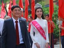 Hoa hậu Mỹ Linh xuất hiện rạng rỡ tham dự lễ khai giảng tại trường Việt Đức