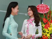 Hoa hậu Mỹ Linh rạng rỡ, hội ngộ Phùng Bảo Ngọc Vân khi về trường ĐH Ngoại Thương