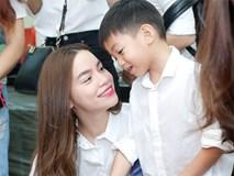 Subeo thích thú khi đi từ thiện cùng mẹ Hồ Ngọc Hà