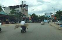 Chở thi thể bằng xe máy ở Sơn La