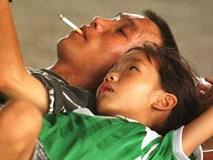 """Bố mẹ cứ hồn nhiên hút thuốc đi vì con bạn mới là người phải """"trả giá đắt"""""""