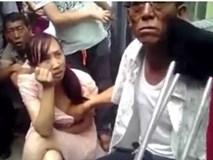 Clip thầy bói sờ ngực phụ nữ đoán vận mệnh gây sốc