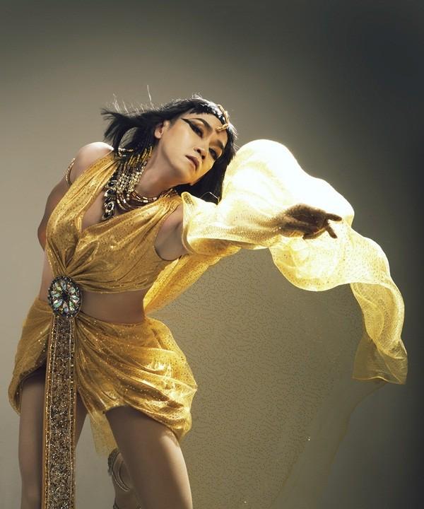Hình tượng sexy khi hóa thân thành nữ ca sĩ gợi cảm Hồ Ngọc Hà
