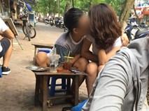 Clip bạn trai hôn hít, sờ ngực bạn gái ngay giữa hè phố Hà Nội gây bão mạng xã hội
