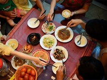 Thói quen tai hại mà mọi người thường mắc khi ngồi ăn cơm