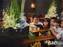 Đám tang đẫm nước mắt của bé trai tử vong do tấm tôn cứa cổ ở Hà Nội