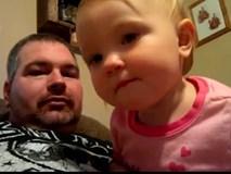 Hài hước video em bé nhất quyết không chịu gọi bố, chỉ gọi mẹ