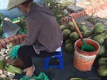 Hãi hùng dừa tươi được 'tắm trắng' bằng axit cực độc ở Hà Nội
