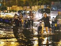 Dân công sở Sài Gòn ngày mưa lịch sử: cước Uber tăng gấp 5, 10h đêm vẫn chờ nước rút