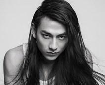 Để tóc dài hoang dại, nam thần Isaac làm fan khóc thét