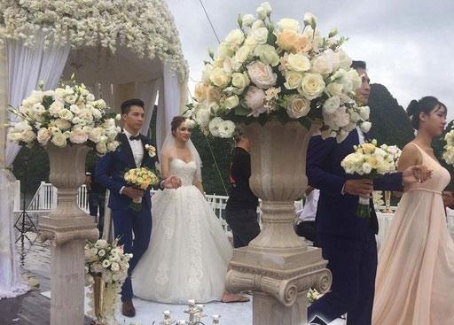 Cư dân mạng đang xôn xao về những hình ảnh mới nhất của 'người đẹp chuyển giới' Hương Giang Idol khi xuất hiện trong bộ váy cưới