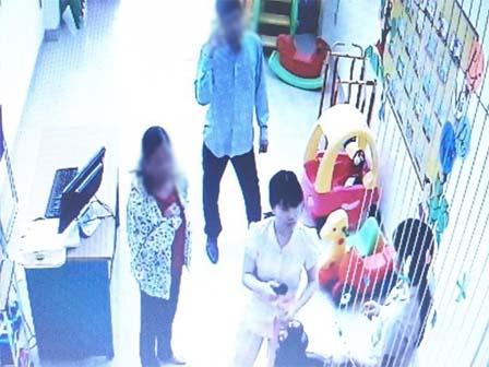 Mẹ tá hỏa khi có người lạ tự nhận là bà nội đến đón con ở trường mầm non