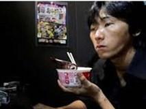 Nhật Bản: Học sinh nhịn ăn nhịn mặc để được dùng iPhone