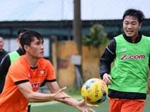 Xuân Trường tập bóng ném dưới mưa cùng tuyển Việt Nam