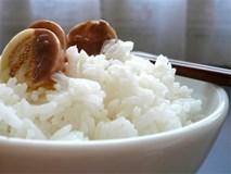 Mẹo bảo đảm giúp nấu cơm thơm, tơi, ăn hoài không ngán