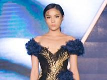 Được đà, Hoa hậu Kỳ Duyên tiếp tục trình diễn thời trang trong vai trò vedette