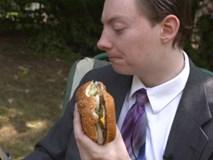 Chàng trai kiếm hàng ngàn đô la nhờ nhận xét thức ăn nhanh trên Youtube