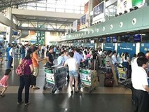 Nữ nhân viên hàng không bị hành khách hành hung bất tỉnh ở sân bay Nội Bài