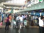 Clip nhân viên sân bay Đà Nẵng ném hành lý hành khách-3