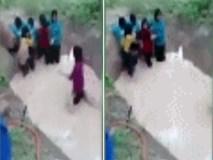 Học sinh tiểu học gào khóc vì bị ép đi qua hố thả đầy rắn