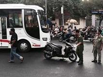 Nam thanh niên bị chém gần lìa tay khi đang chạy xe ở Sài Gòn