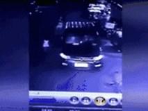 Người nhà mải dùng điện thoại, bé gái 2 tuổi bị xe cán qua người tử vong tại chỗ