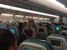 Hình ảnh 'khó đỡ' của hành khách trên máy ba