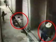 Sốc: Video dùng bao tải bắt cóc trẻ con