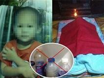Bé trai 3 tuổi chết tức tưởi vì uống nhầm nước tẩy rửa mẹ đựng trong chai trà xanh