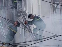 """Xúc động hình ảnh lính cứu hoả trên chiến trường chống """"giặc lửa"""""""