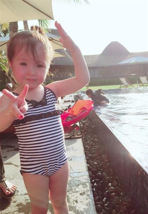 Hơn 1 tháng nay, Elly Trần mới khoe ảnh con gái với người hâm mộ.