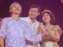 Việt Hương khóc vì hàng chục nghìn khán giả dầm mưa xem show